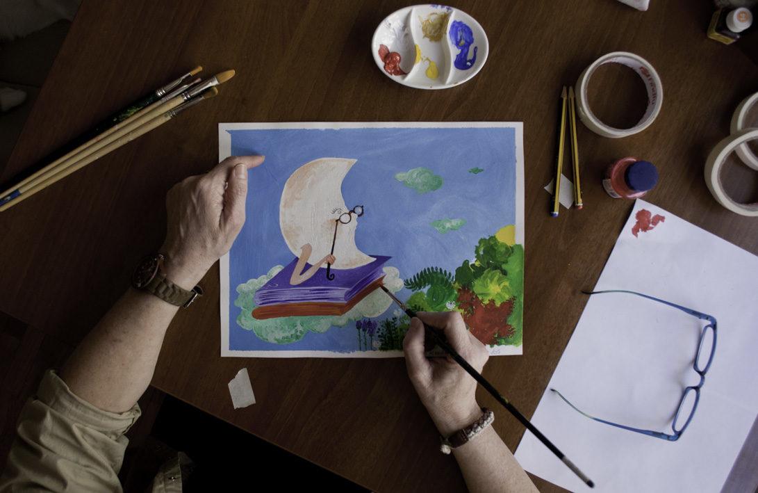 Valle Camacho ilustrando en su estudio
