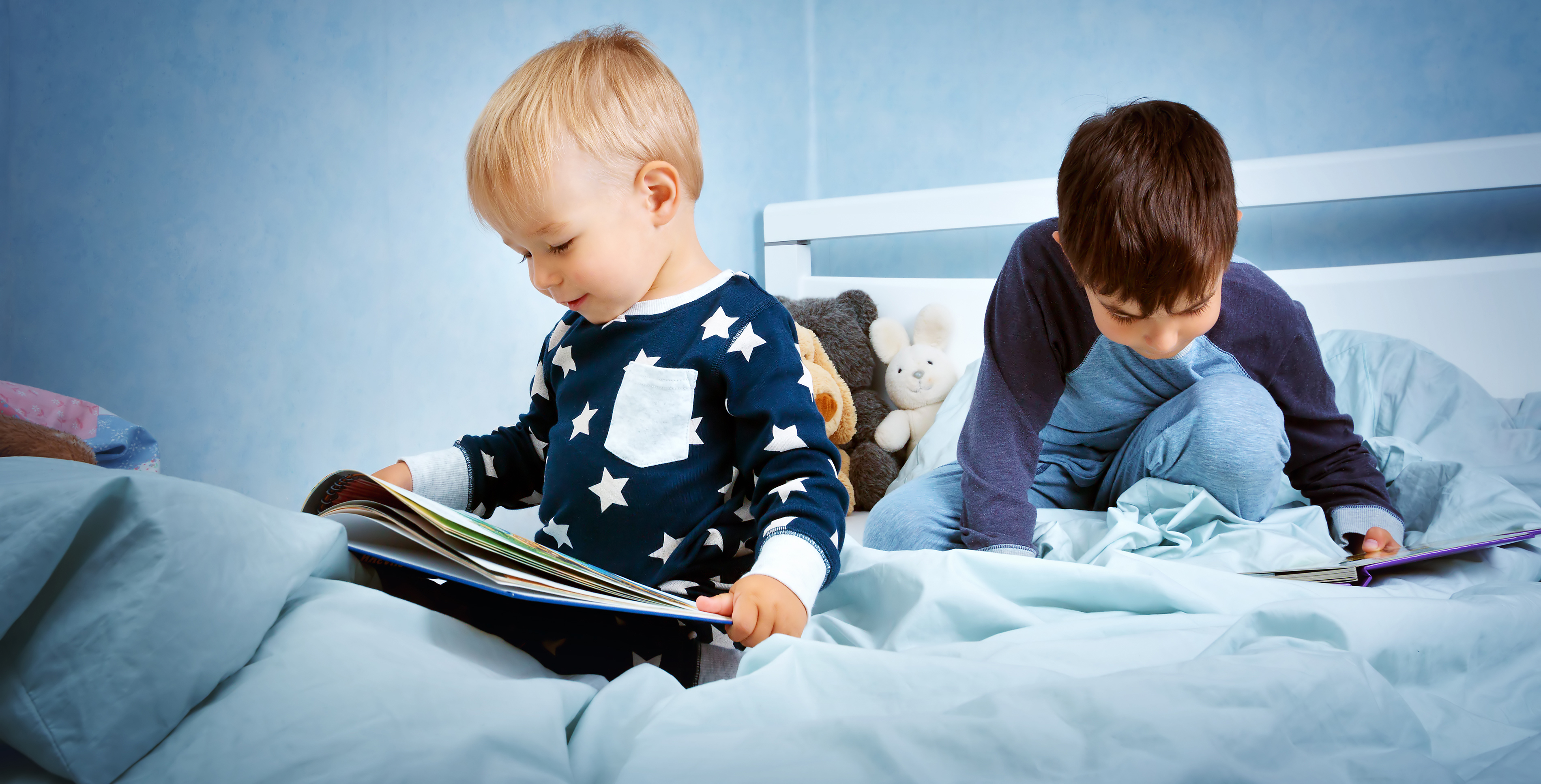 niños leyendo cuentos