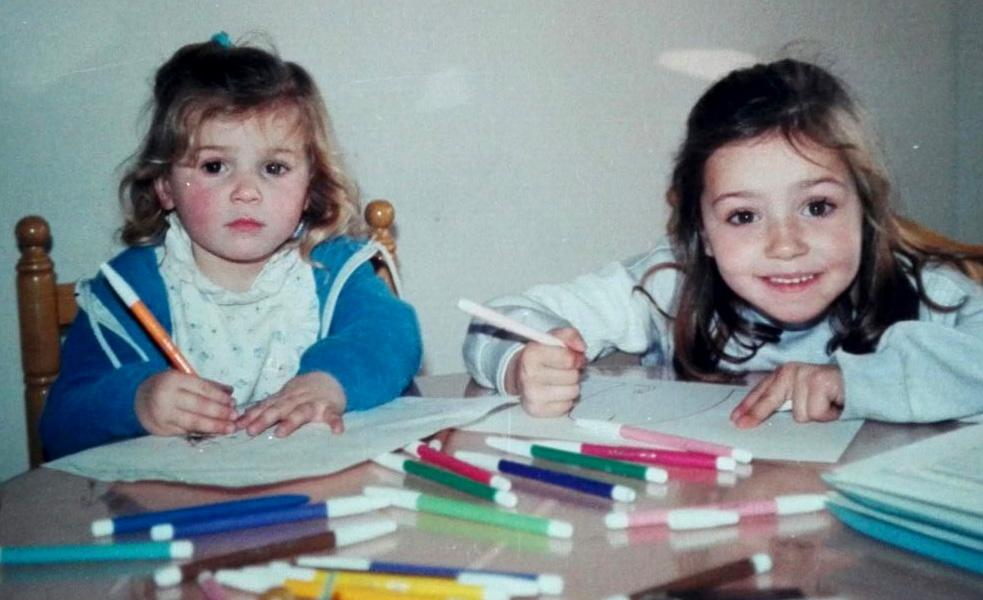 hermanas dibujando
