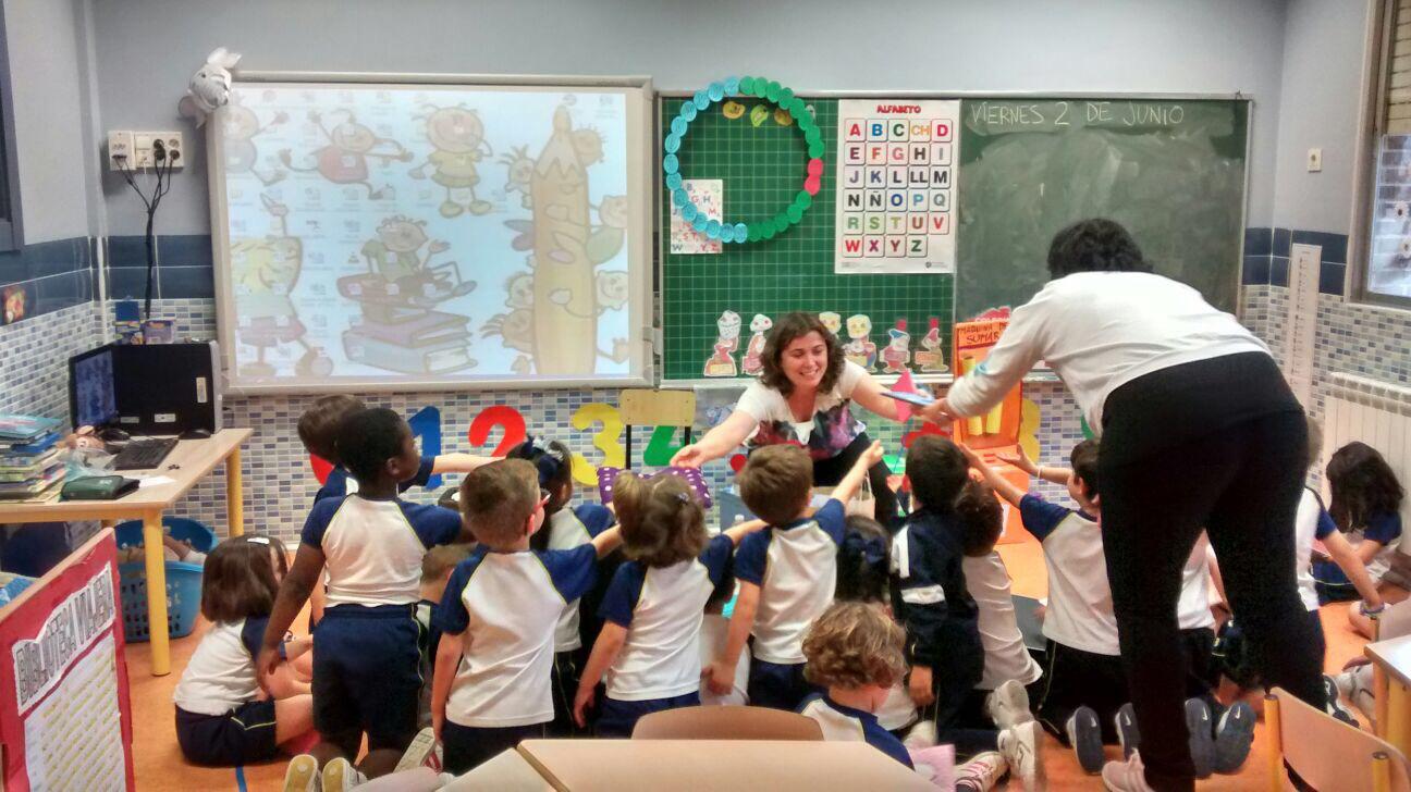 Enseñando mis cuentos personalizados a alumnos de segundo de infantil